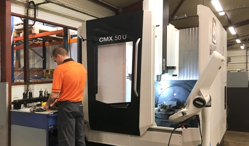 centre d'usinage robotisé 5 axes CMX 50 U