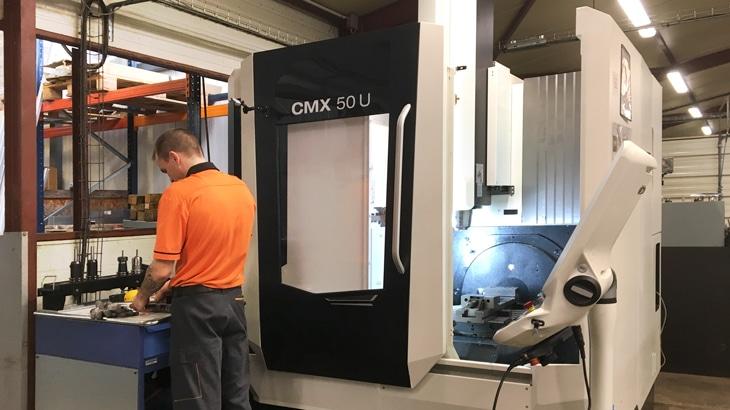 centre d'usinage robotisé 5 axes CMX 50 U